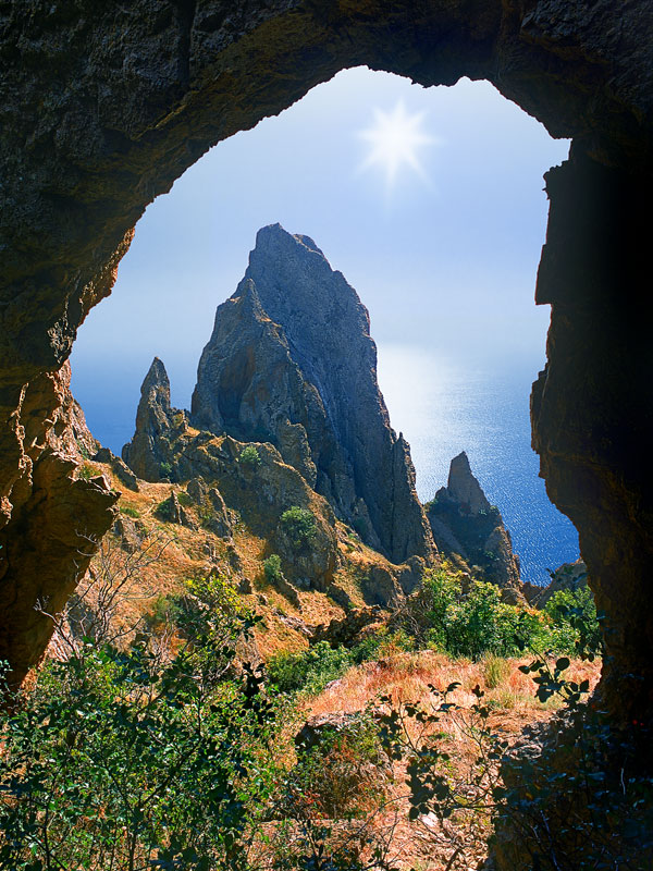 из пещеры